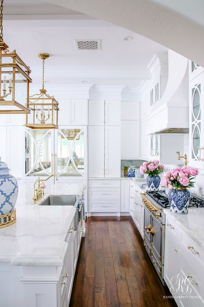 Girlfriend's Guide to Marble Countertops - Randi Garrett Design #marblecountertops