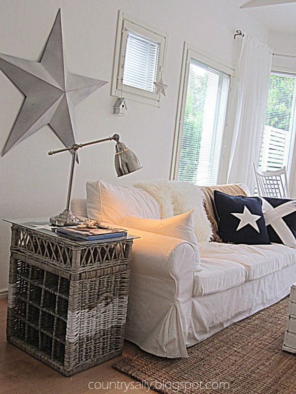 Scandinavian New England Style Livingroom Love The Star And The White Mixed With Rustic Wood