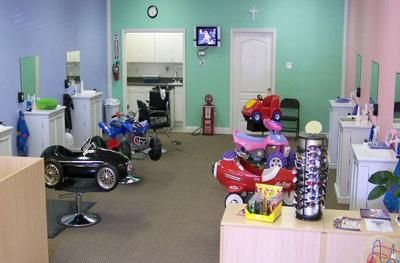Kid Salon Design. the colors on the walls not right needs more something.