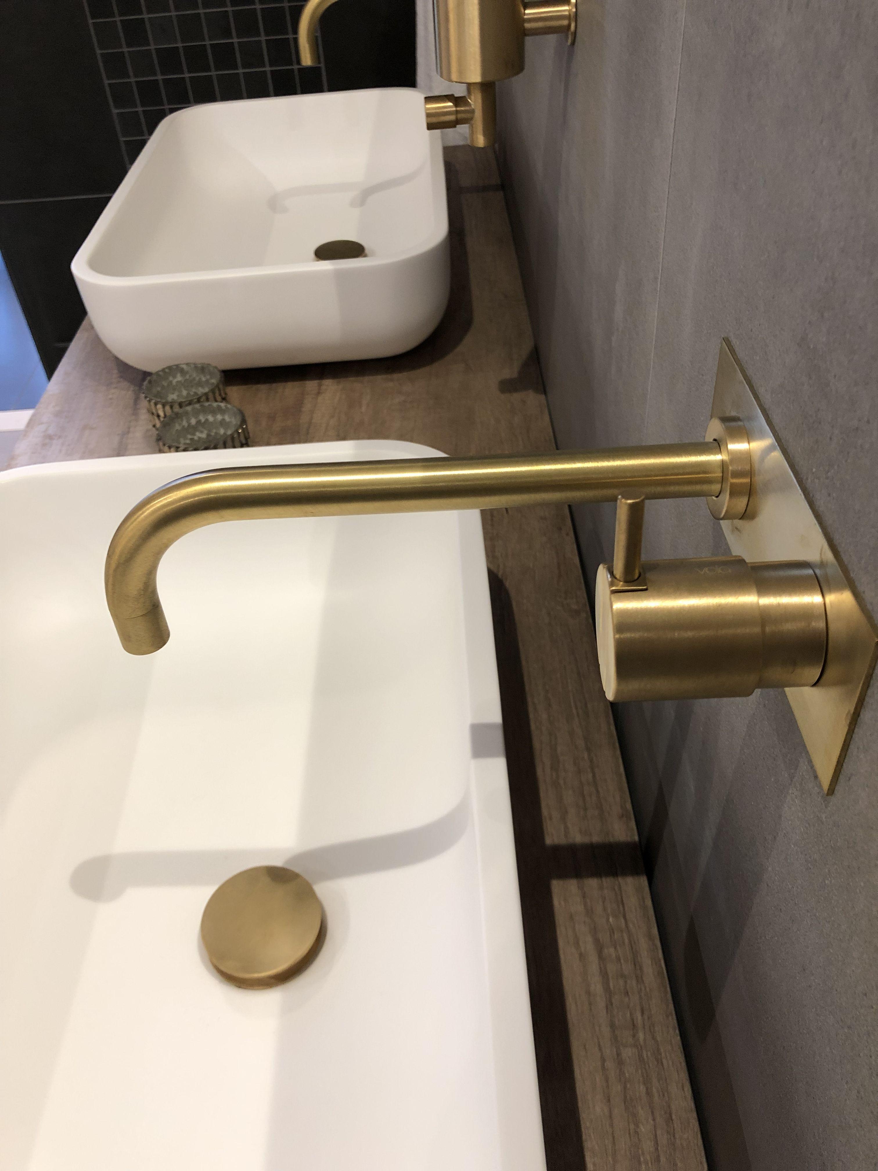 Smuk Armatur Fra Vola I Messing Badevaerelse Toilet Indretning
