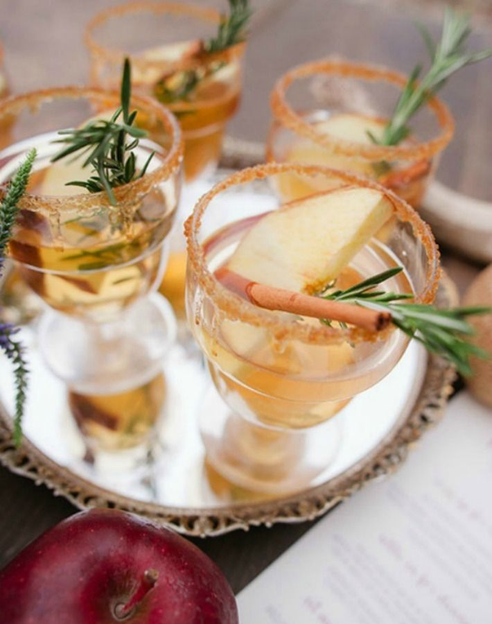 Cóctel de champán, brandy y manzana