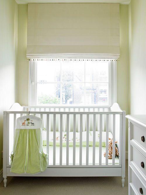 cette image montre une petite chambre de b b traditionnelle avec un sol en moquette chambre. Black Bedroom Furniture Sets. Home Design Ideas