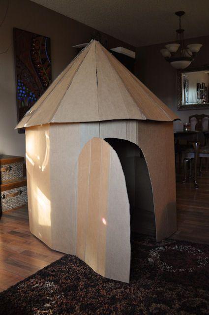Cardboard play tower des cabanes carton bricolage et creations - Fabrication maison en carton ...