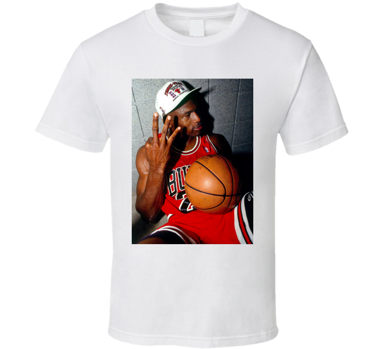 Michael Jordan 3 Fingers Chicago Basketball T Shirt In 2020 Shirts T Shirt Jordan 3