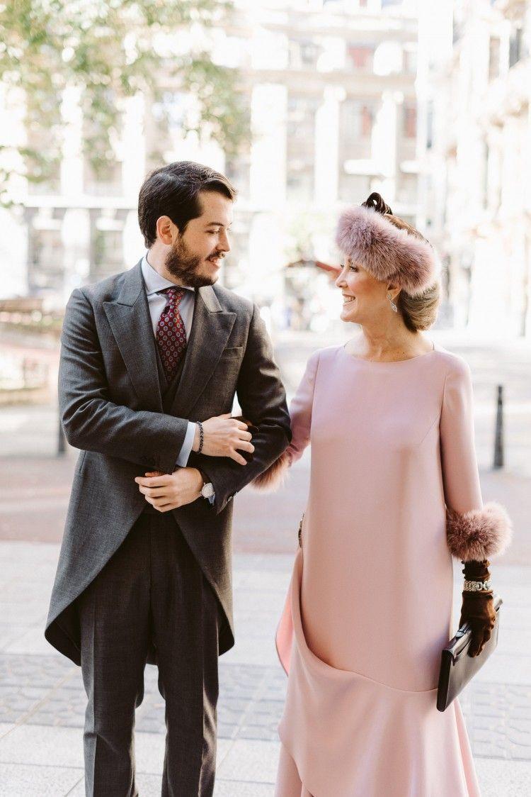 d027890d1 Espectacular estilismo de madrina de boda de invierno. Favorito  innovias  Mantillas Madrina