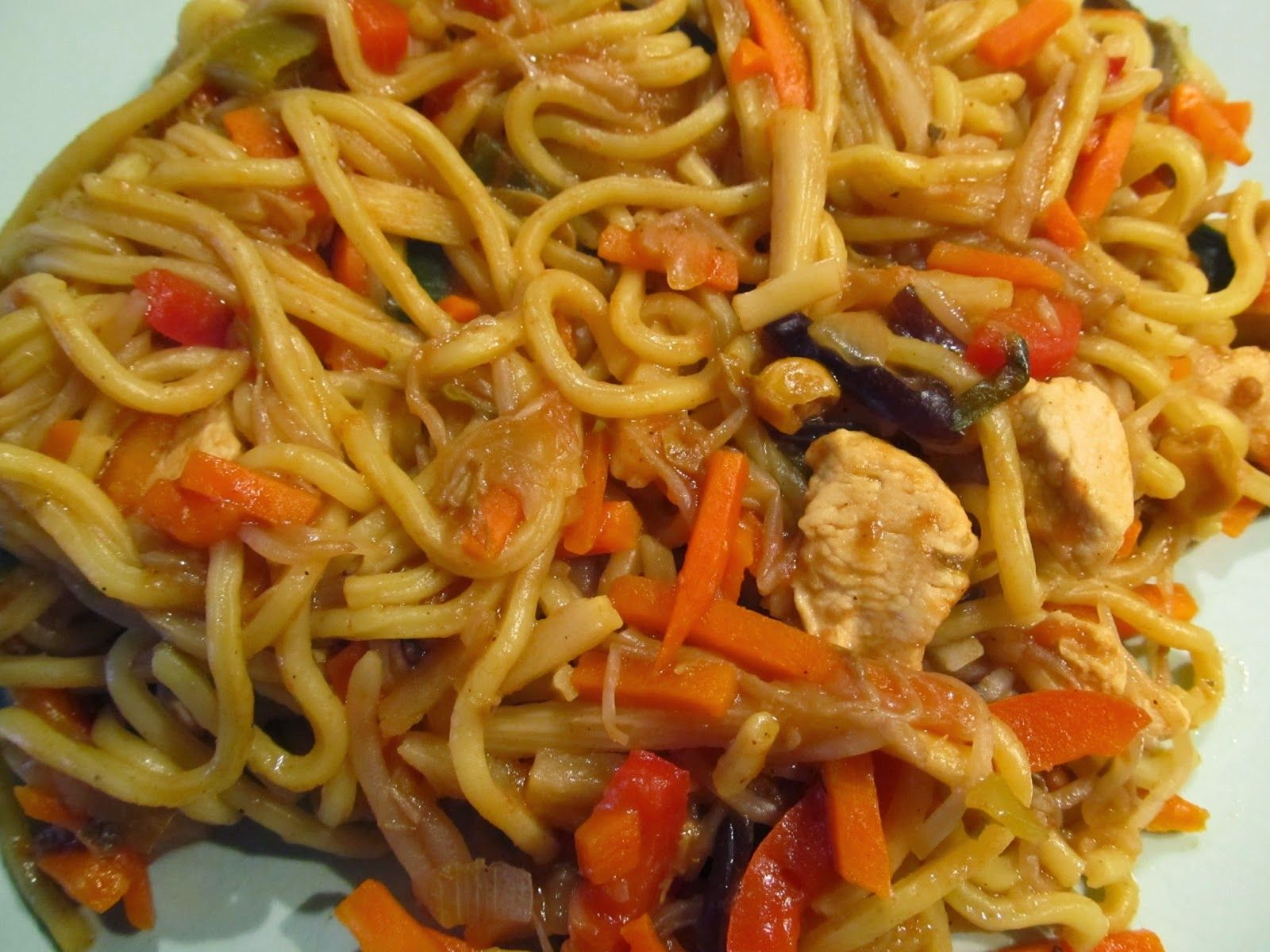Makaron Chow Mein Z Warzywami I Kurczakiem Magazyn Kuchenny Chow Mein Asian Recipes Workout Food