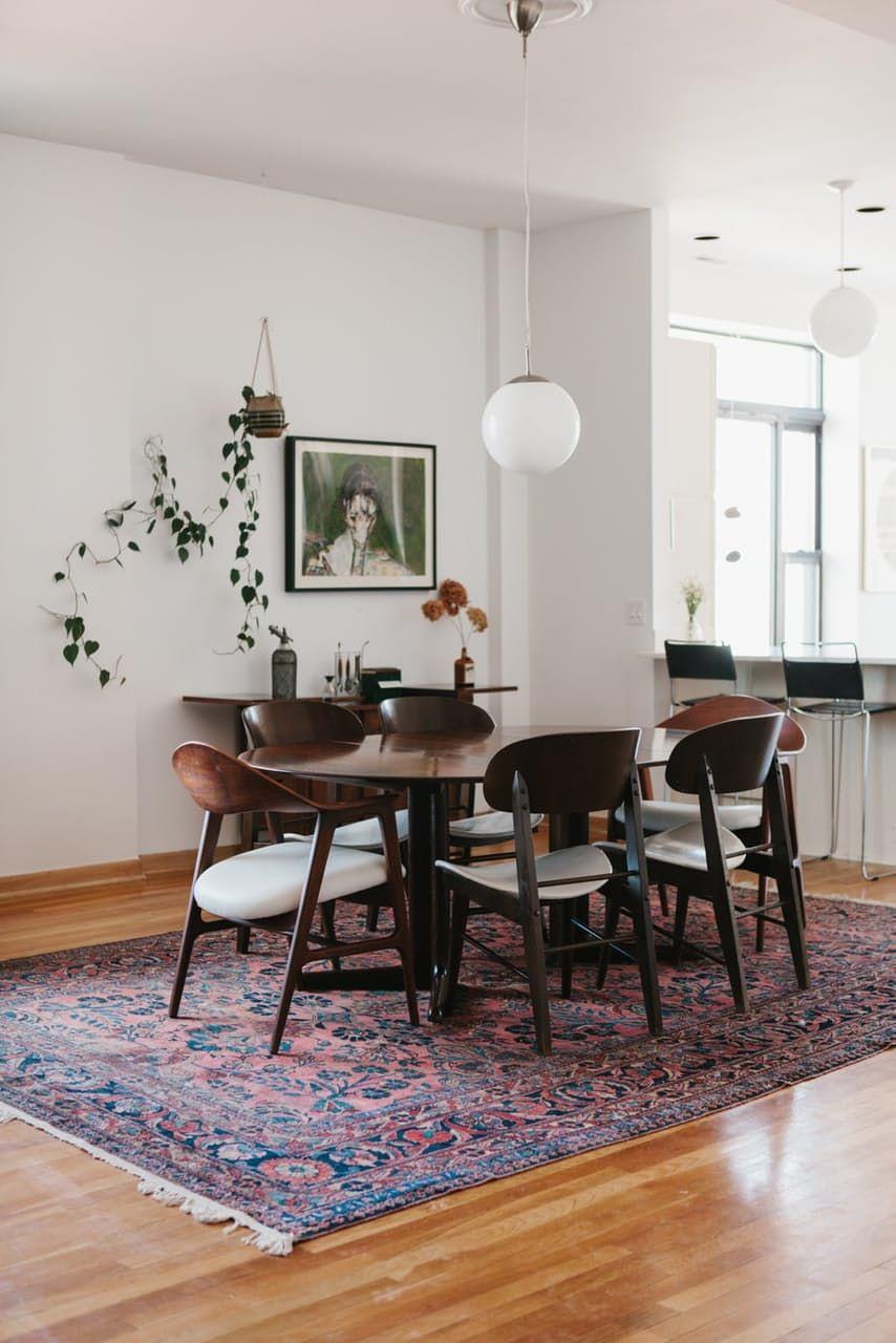 Attirant Minimal Dining Room Design | Minimal Home Design | Persian Rug, White  Walls, Indoor Plants | #diningroom #minimaldesign
