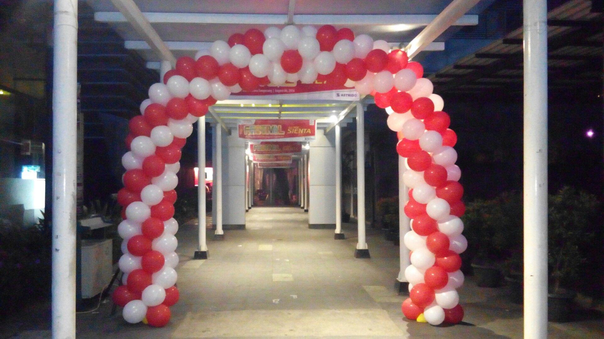 Dekorasi balon gapura 17 agustus Dekorasi balon