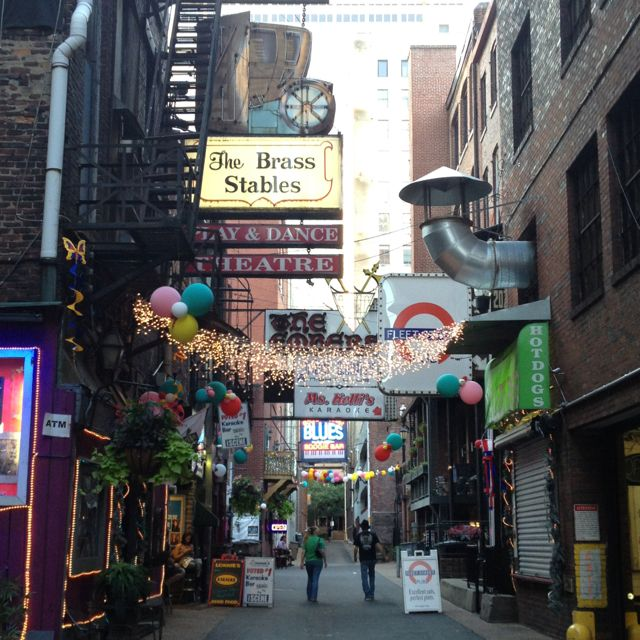 Printer's Alley, Nashville TN. Skulls Resturant.  Bourbon Street Blues & Boogie Bar.