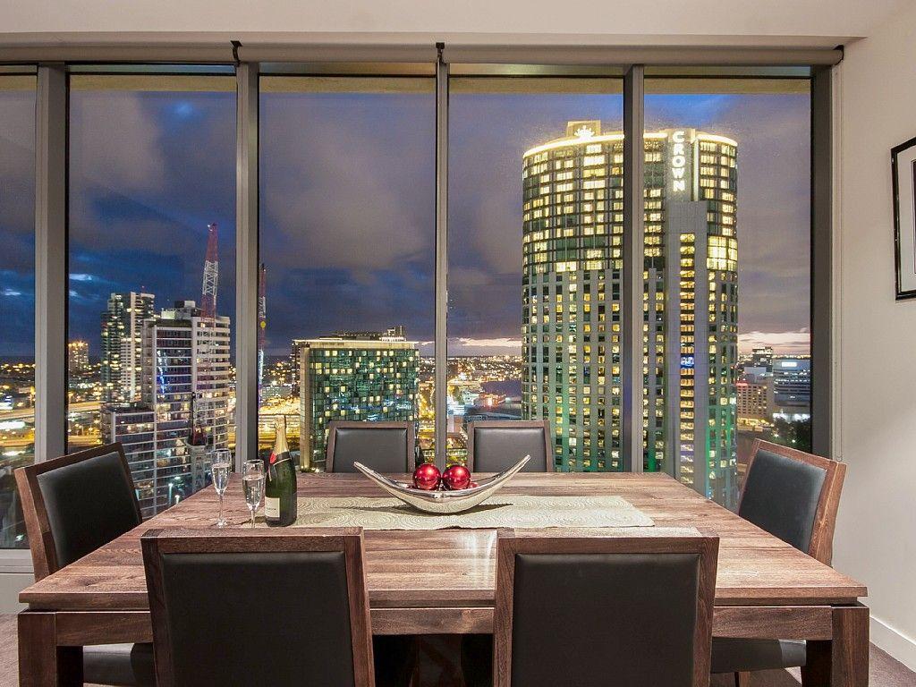 Platinum Apartments Showcasing Melbourne Skyline from