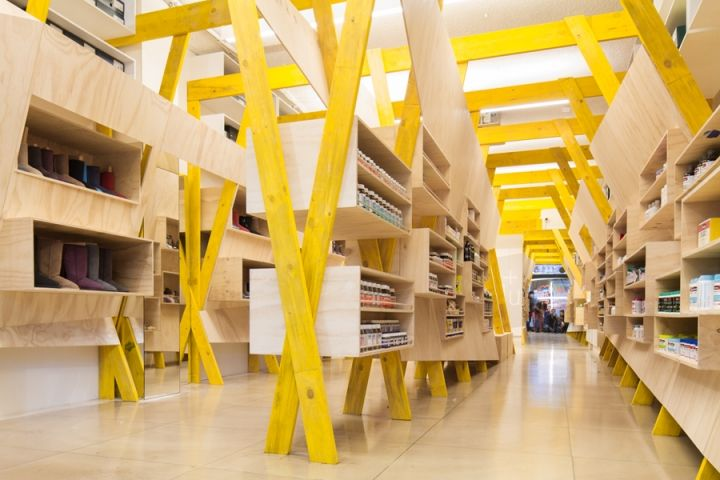 Tandem S Timber Display Embraces Hugg Store Interior Retail