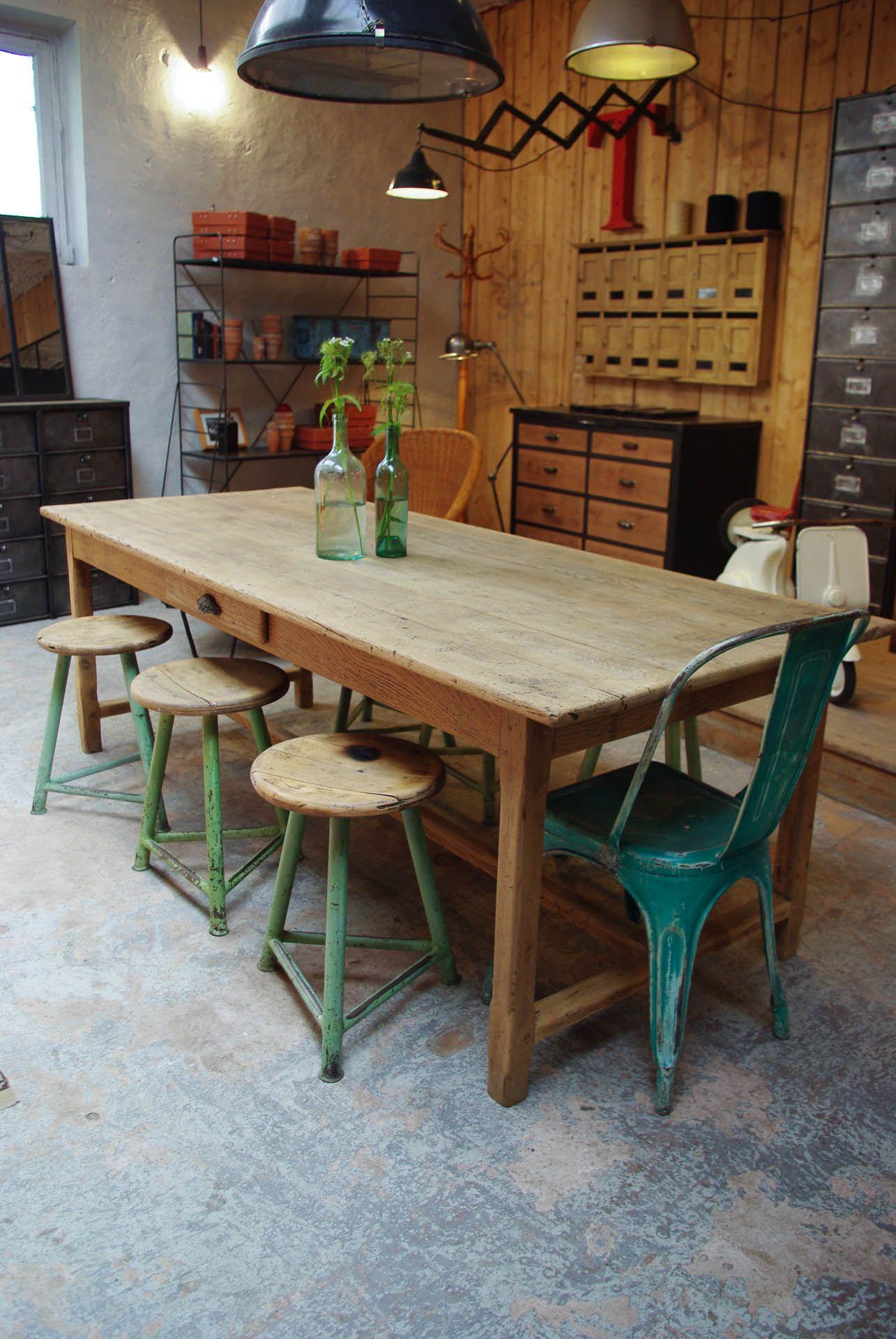 Ancienne Table En Chene Par Le Marchand D Oublis Table Salle A Manger Salle A Manger Bois Table A Manger En Chene