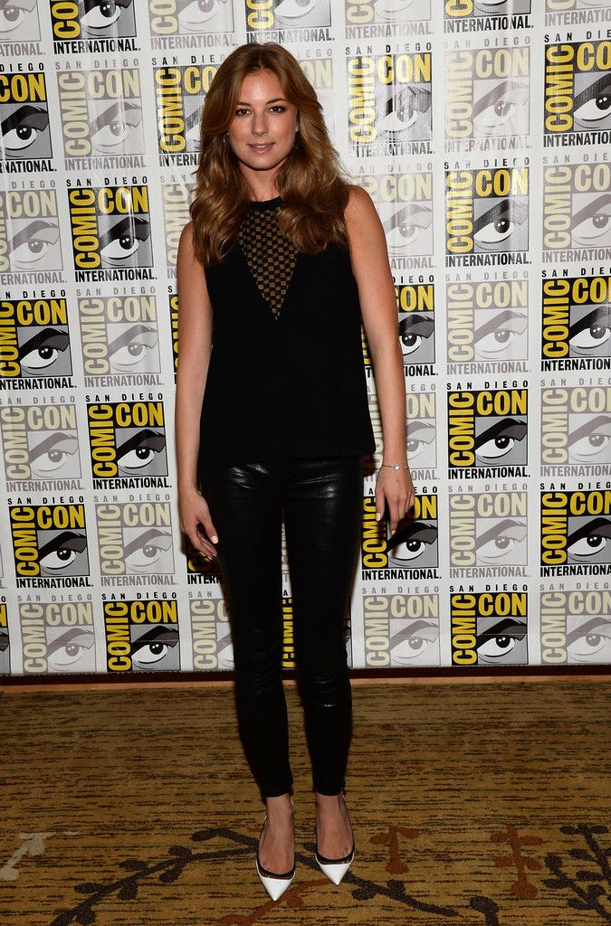 9300d2d343d4c3 Emily VanCamp Photos Photos: Arrivals at the Marvel Panel at Comic ...
