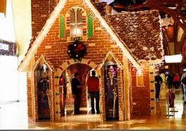 Mohegan Sun Life Size Gingerbread House Ct Outdoor Holiday Decor Gingerbread House Gingerbread