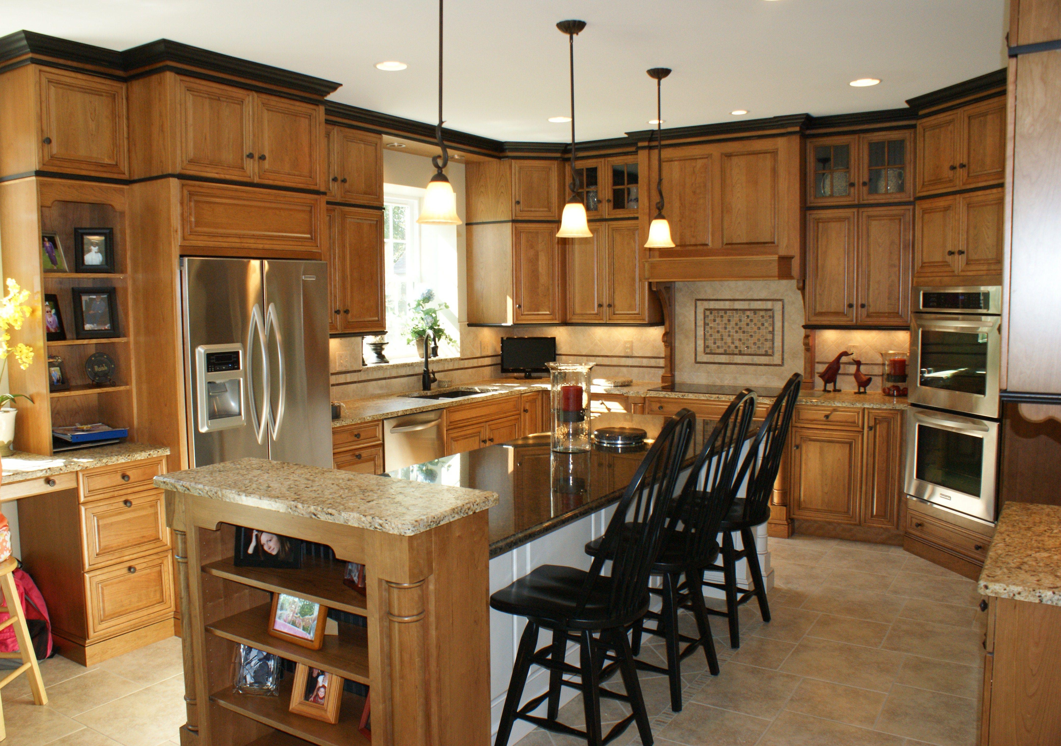 Brookhaven Pelham Manor Natural Cherry With Black Glaze Kitchen Cabinet Molding Kitchen Design Kitchen Redo