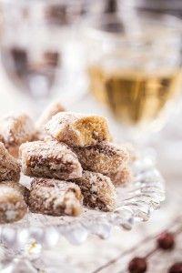 Tronquinho ( doce de leite passado no coco e chocolate) _ Elzinha Nunes