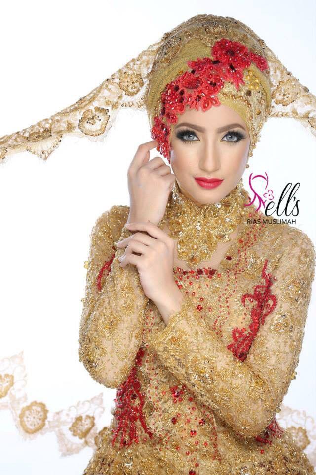Kebaya Modifikasi Bernuansa Merah Dan Gold Make Up And Hijab