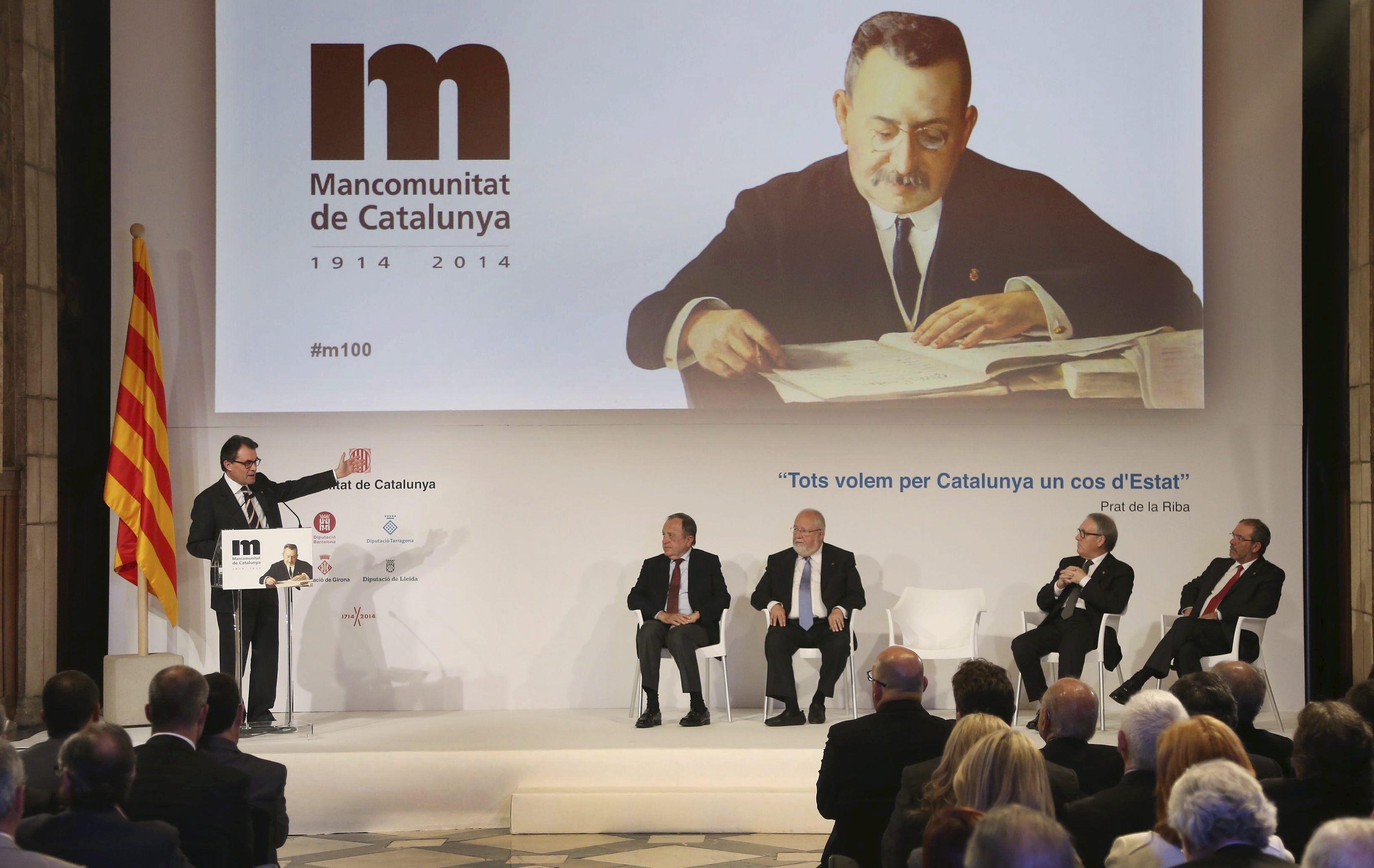 """President Mas: """"El Congrés pot dir que no a una llei, però no aturarà la voluntat del poble de Catalunya"""" - govern.cat, 06-04-14. El cap de l'Executiu ha subratllat la """"voluntat d'entesa i de pacte"""" amb què el Parlament de Catalunya anirà dimarts al Congrés per demanar la competència per fer un referèndum. Durant l'acte central commemoratiu del centenari de la Mancomunitat, Artur Mas ha assegurat que """"el que s'està fent avui a Catalunya és una simbiosi entre Prat de la Riba i Macià""""."""