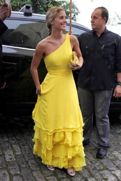 Carolina Dieckmann. vestido amarelo. yellow dress.