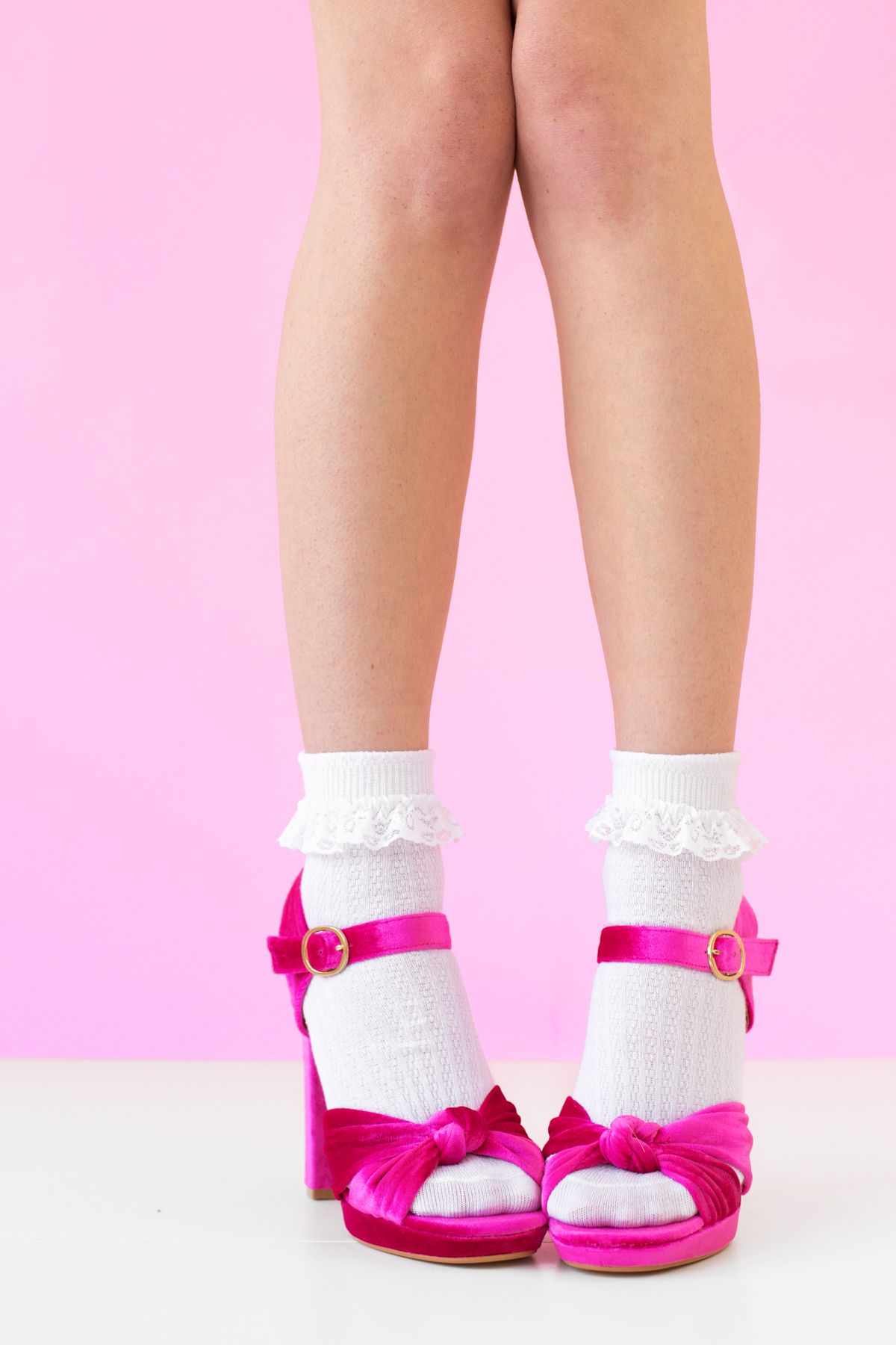 Pair of Sheer Mesh Soft Ankle Hi Socks Lolita Pin-Up Vintage Floral Top /& Toes