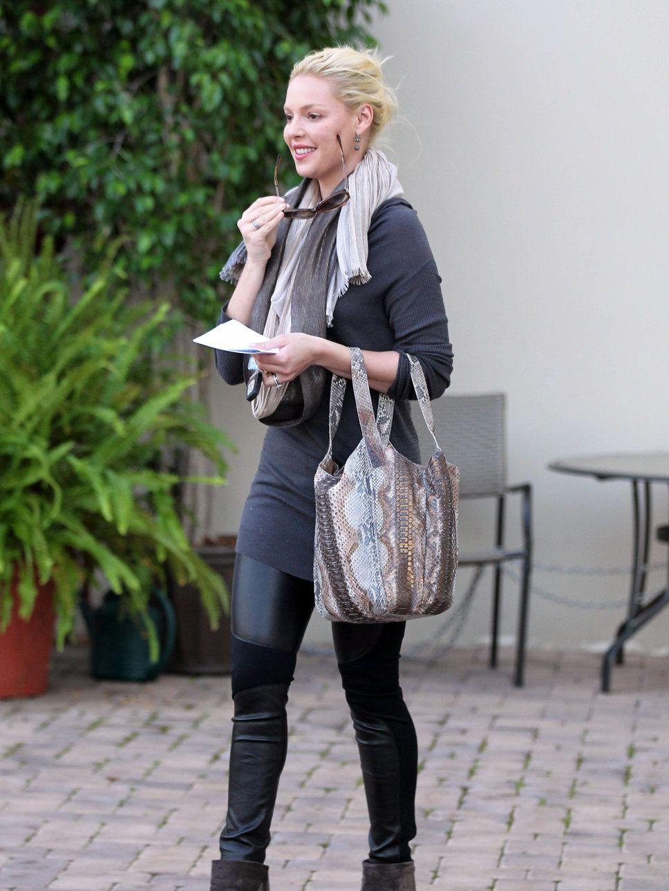 leggings and boots katherine heigl leggings boots scarf. Black Bedroom Furniture Sets. Home Design Ideas