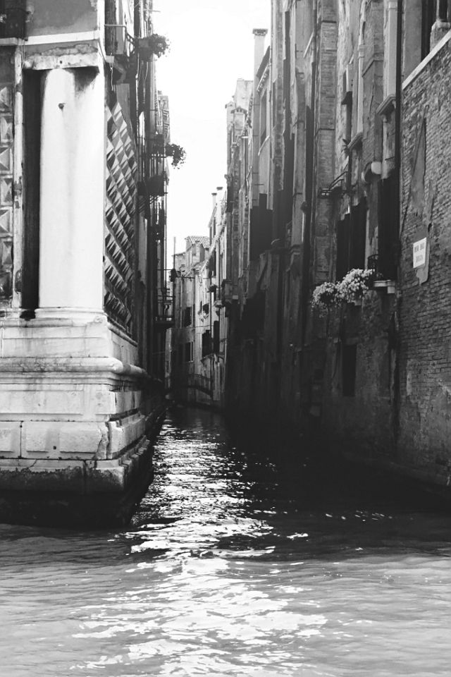 Come with us to wonderful Venice, and explore the elegance, beauty and temper of Italian styling. Watch more in Desphaera Gioielli: http://www.desphaeragioielli.com/