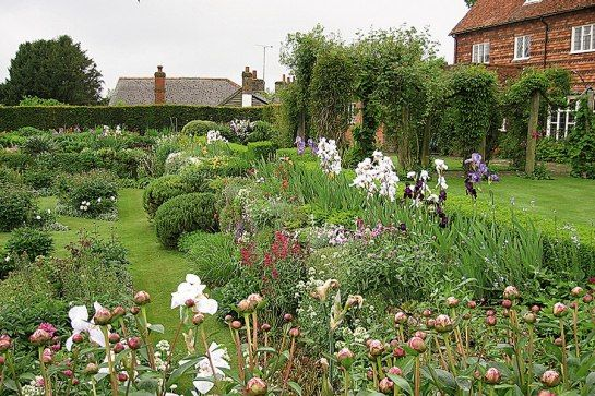 Meet the Women Behind Some of the World\'s Most Beautiful Gardens ...