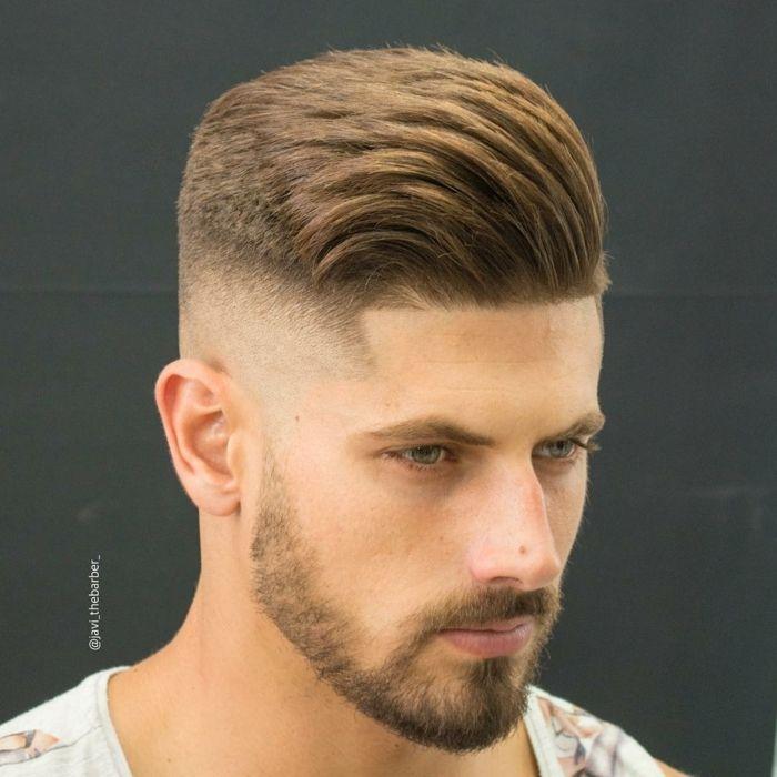 cortes de pelo cara redonda peinado con tup pelo rubio grueso sienes rapados - Peinados Tupe Hombre