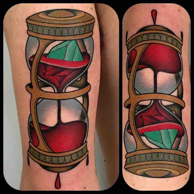 21 timeless hourglasstattoos hourglass tattoo tattoos