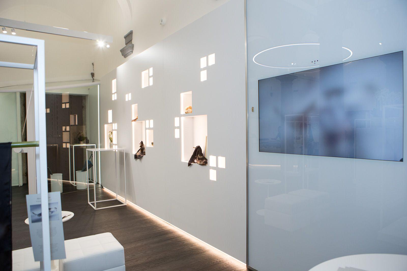Via San Maurilio Milano la collezione dei foulard adima è disponibile nel concept