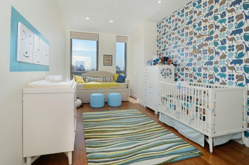chambre blanche décorée de bleu- papier peint vintage animaux et