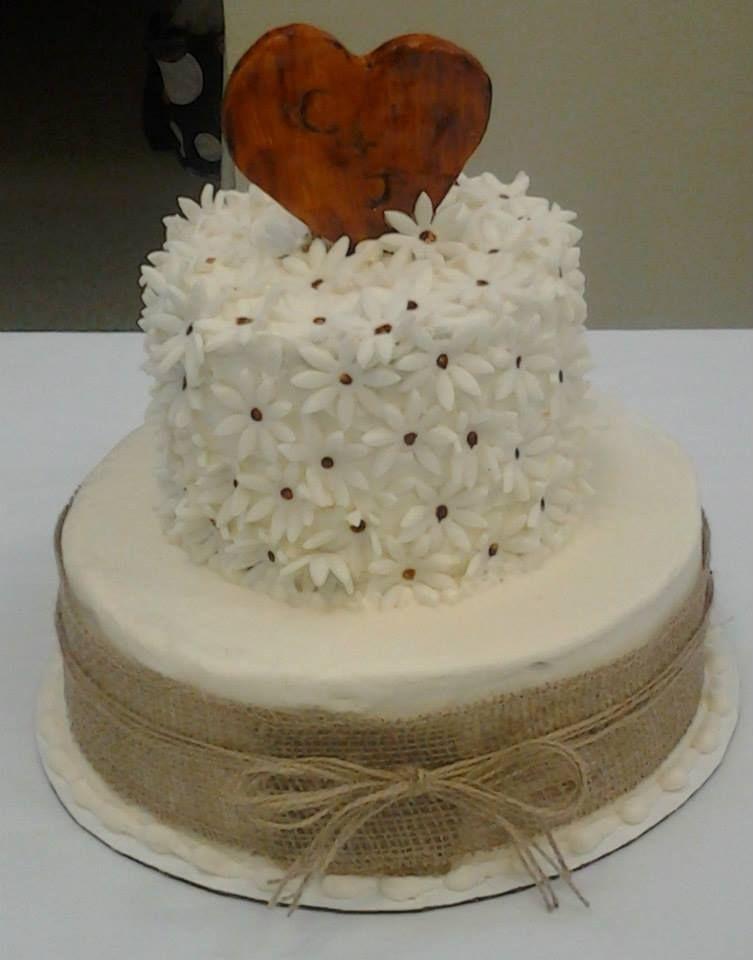 Burlap and Daisies cake~