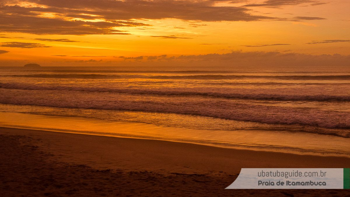 Nascer do sol na praia. Nesse dia, logo que cheguei, vi um único golfinho atravessando o mar sentido Félix