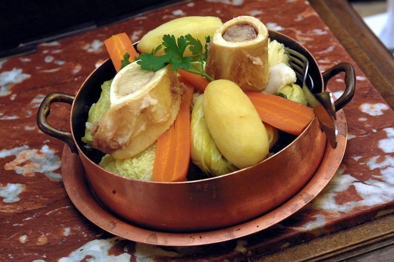 Le Pot Au Feu Est Un Plat Traditionnel De La Cuisine Francaise Pot Au Feu Cuisine Francaise Cuisine