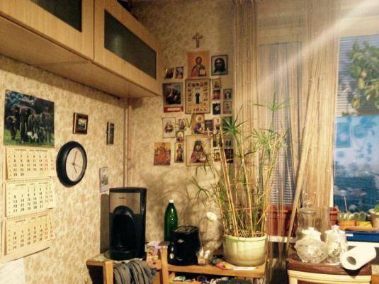 Des images d'icônes dans la cuisine de Marie