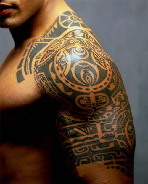 Tribal Tattoo On Right Side Shoulder And Arm Maori Tattoo Tribal Tattoos For Men Tribal Tattoos