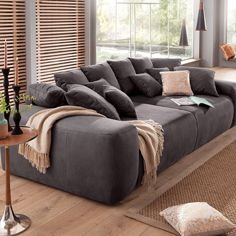 Der Neueste Trend Fur Absolute Gemutlichkeit Big Sofas Mit Vielen Kissen Gespickt Und Einer Maximierten Sitzflache Ist Gen Tiefschlaf Grosse Couch Sofa Design