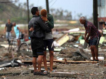 Matthew' se debilita a huracán categoría tres - Clarín Veracruzano (Comunicado de prensa)