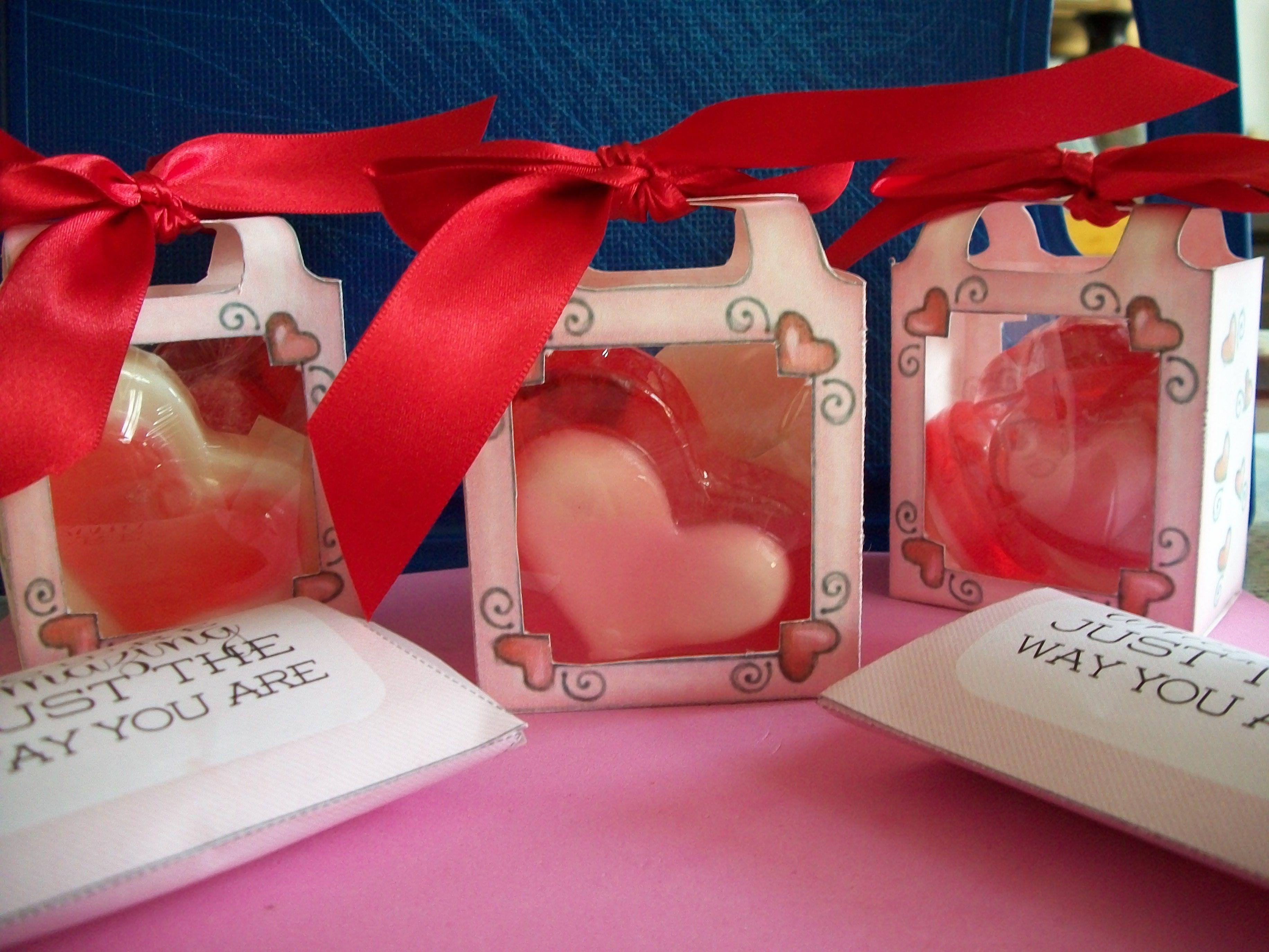 Cajitas con ventana de acetato + 2 jabones de corazón grandes
