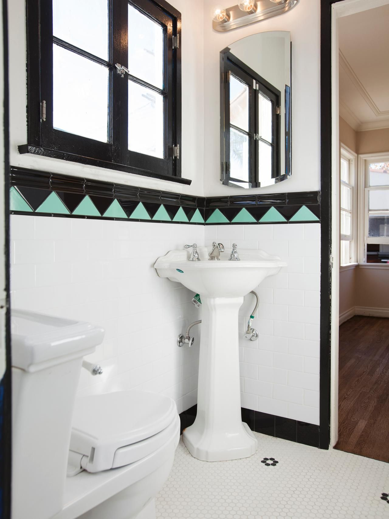 Wall art decor bathroom - 25 Amazing Room Makeovers From Hgtv S House Hunters Renovation Art Deco Bathroombathroom