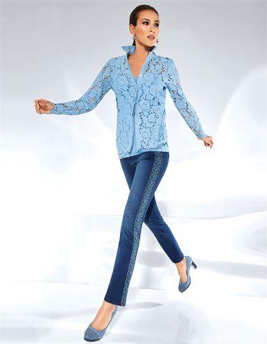 Blusenset, Veloursleder-Pumps in Plateau-Form mit hohem, breiteren Absatz, Jeans