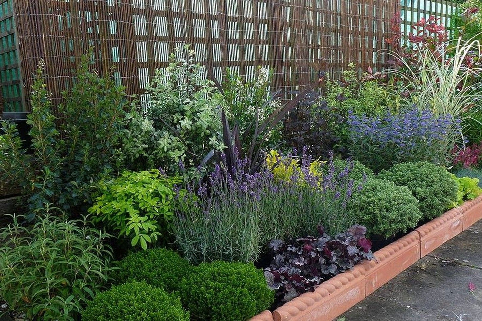 12 small garden design Low Maintenance