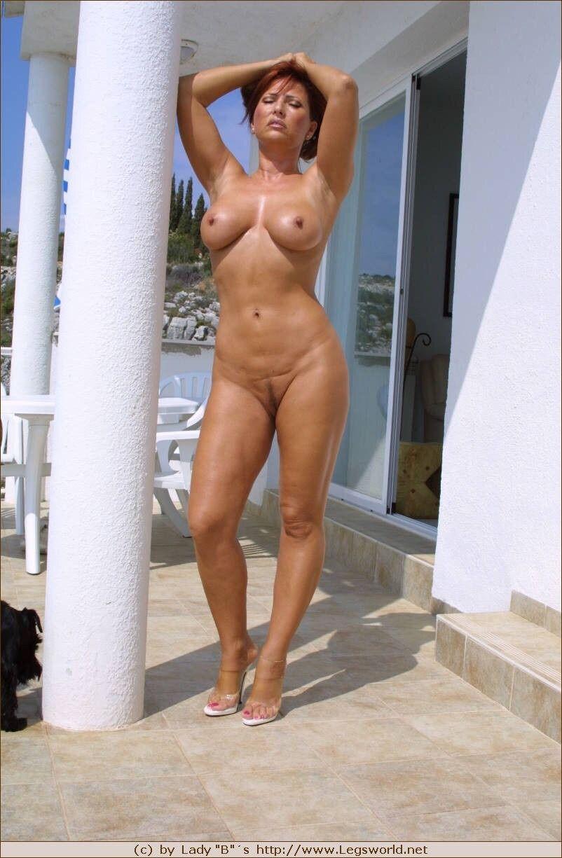 Lady b naked