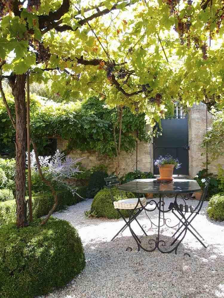 coin repas au jardin o l 39 on a h te de prendre son repas. Black Bedroom Furniture Sets. Home Design Ideas