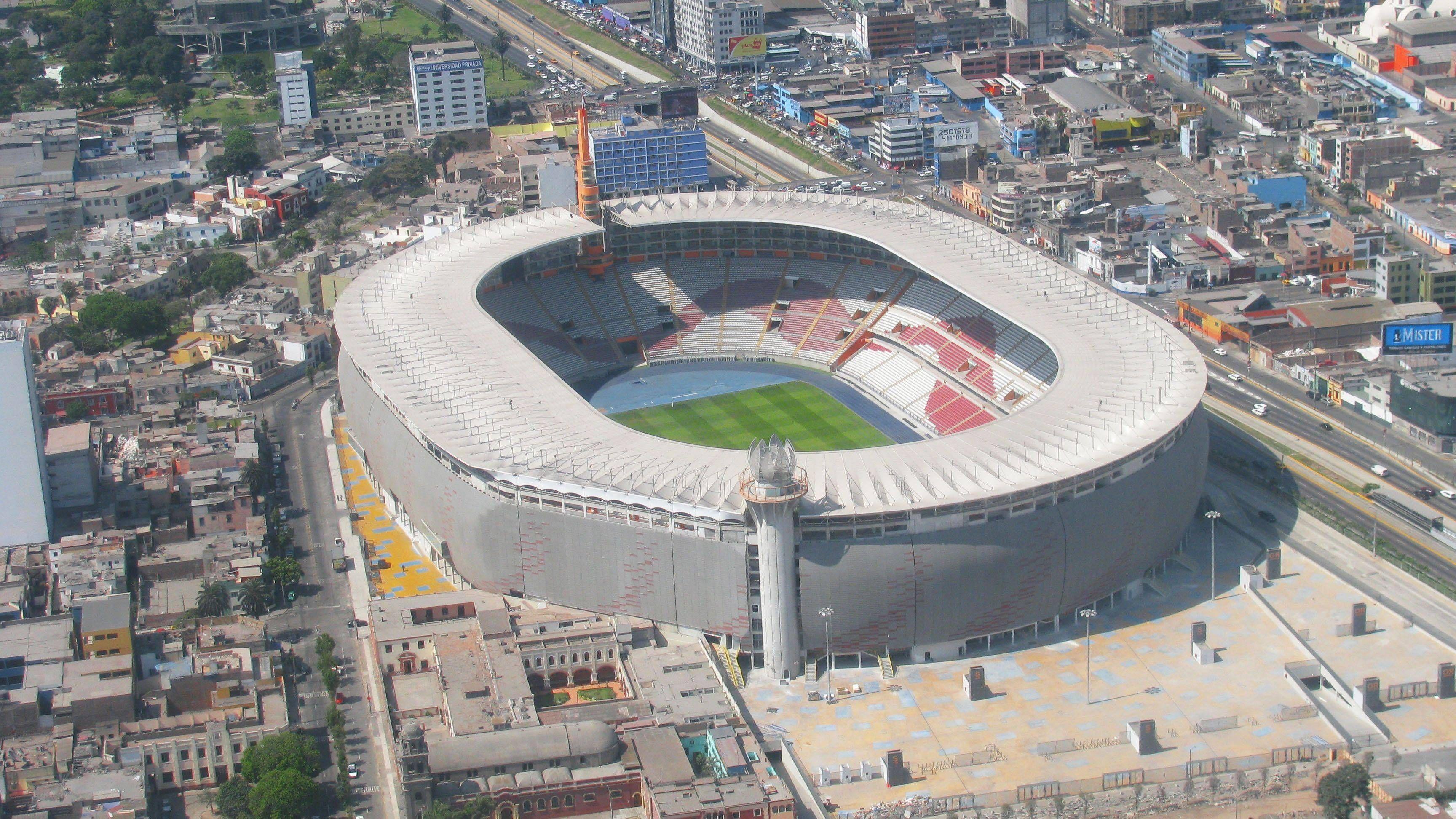 El estadio nacional de per lima es un recinto para 50 for Puerta 9 del estadio nacional de lima