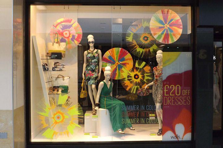 Inspiration retail wallis window display spring summer for Retail store window display ideas