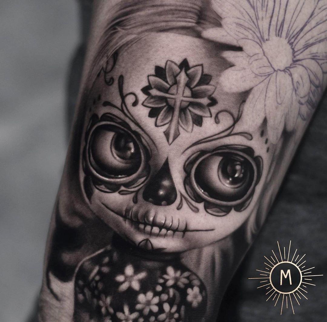 Gedeelte van een dia de los muertos sleeve!! Zo leuk! Thanks Natashja 😊🍁🌸🌼💀 Gemaakt door @andrea_ink_frencken #bng #inksociety #realistictattoo #inksav #inkmagazine #tattooinspiration #support_good_tattooers #support_good_tattooing #tattooartist #tattoogirl #tattoosnob #blackandgreytattoo #thebestbngtattooartists #inkedmagazine #inkedmag #tattoo_art_worldwide #myworldofink #tattoorealistic #tattoolifemagazine #skinart #realistictattoos #theblackandgreytattooleague #tattoodo #skinartmag #tat