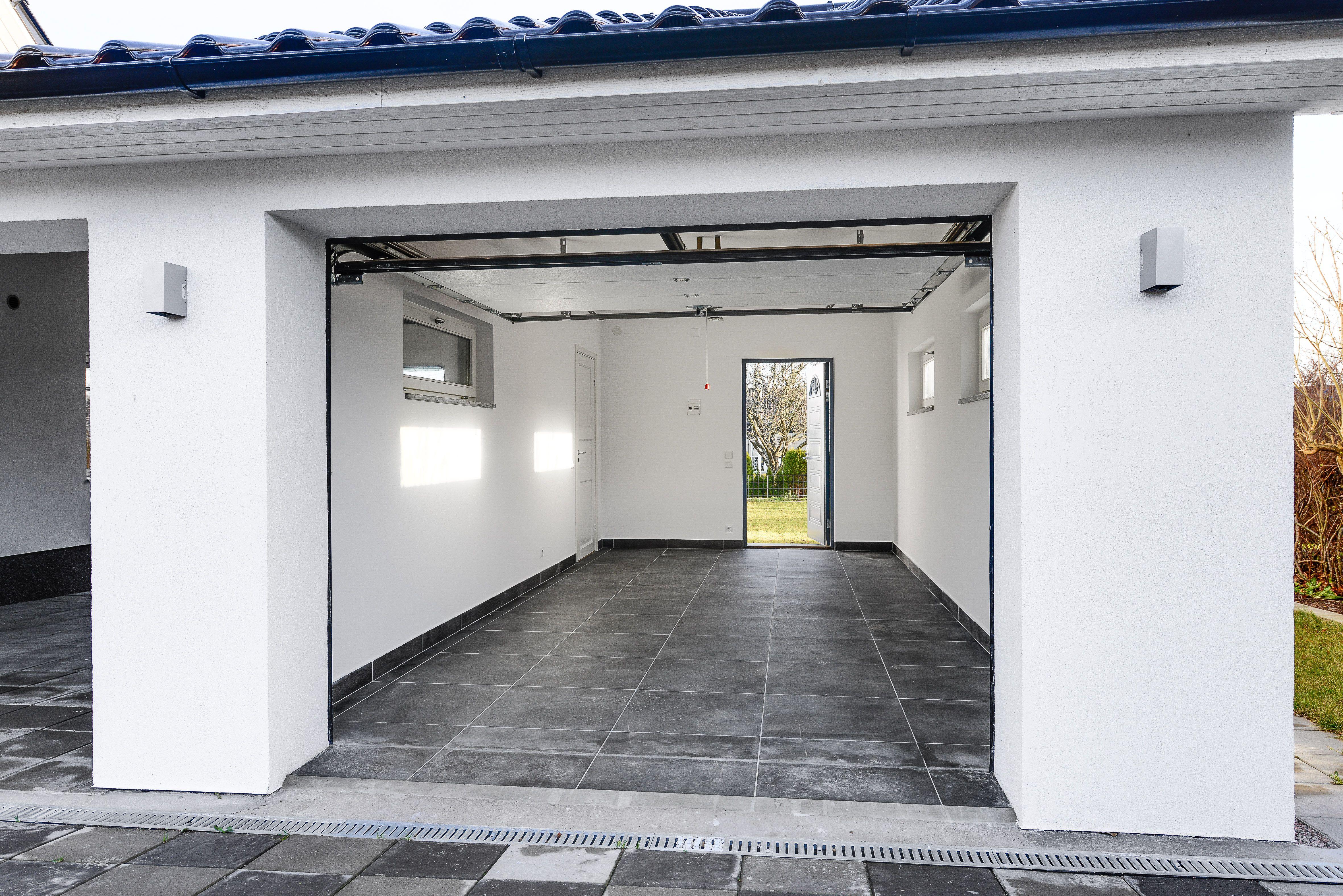 Påkostat garage och carport i samma stil Arkitekter