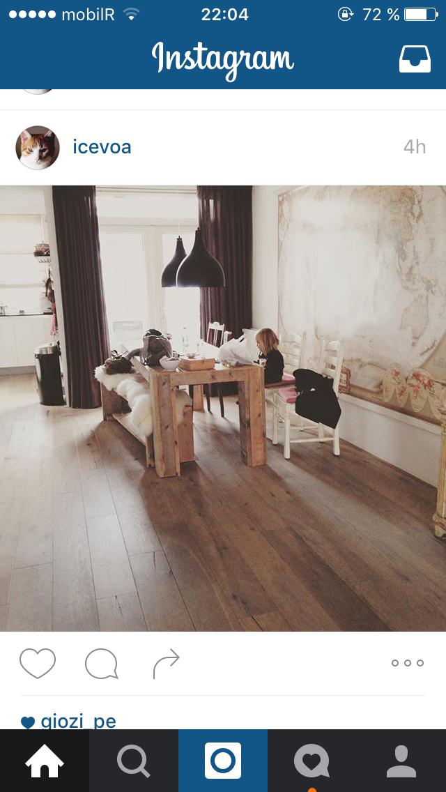Esa mesa. Ese suelo.