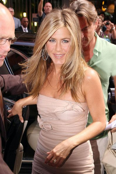 """Jennifer Aniston Photos Photos - Jennifer Aniston arrives at London's Harrods department store to launch """"The Debut Fragrance by Jennifer Aniston"""". The perfume, which had been widely expected to be called Lolavie, exhibits top notes of citrus grove and rose water. - Jennifer Aniston Launches """"The Debut Fragrance by Jennifer Aniston"""""""